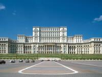 Turisti si vrajitoare, claie peste gramada, la Palatul Parlamentului!