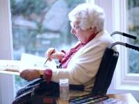Bona pentru bunici. O noua meserie ar putea fi alternativa la azilul de batrani