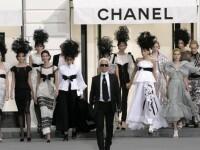 Casa Chanel si-a prezentat colectia intr-un grajd!