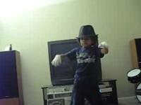 Baby Boogaloo face senzatie pe Internet! Un viitor Michael Jackson?