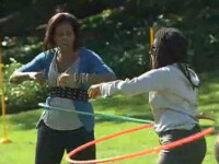 Michelle Obama se pricepe la hula-hoop! Vezi video!