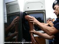 Panica in Bucuresti. O duba ce transporta 2 detinuti a fost tamponata