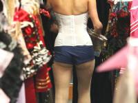 Toate panzele sus! Paris Hilton,cu funduletul pe afara,in costum de marinar