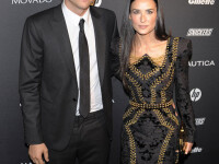 Ashton Kutcher si Demi Moore au divortat oficial la 2 ani de la despartire