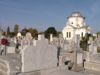 """Reactii la regulamentul cimitirelor din Timisoara: """"Aici e un loc sacru, nu parada modei"""" VIDEO"""