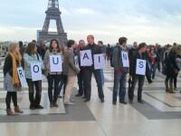 S-au saturat sa fie facuti hoti si cersetori. Romanii din Franta au protestat in fata Tour Eiffel