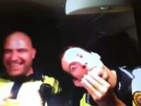 Mai rau ca-n bancurile cu politisti. Ce au facut doi ofiteri in masina de serviciu.