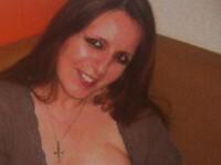 Imaginea care a scandalizat internetul. Cum a fost fotografiata o femeie, alaturi de cainele ei