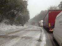 Cod GALBEN de lapovita si ninsoare in noua judete. Traficul rutier si feroviar, afectat de zapada