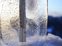 O femeie din statul american Oregon a petrecut 18 ore in frig dupa ce si-a prins mana sub capota masinii
