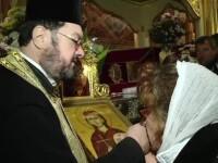 Povestile oamenilor care au trait minuni la moastele Sfintei Parascheva. Vor fi 350.000 de pelerini