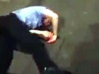 Bataie incredibila intre un bodyguard si un client. L-a ridicat si a dat cu el de asfalt. VIDEO
