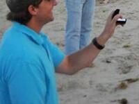 I-a cerut mana iubitei pe plaja, dar n-a iesit cum si-a dorit.