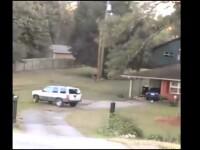 Un barbat care si-a prins sotia cu amantul a vrut sa-si demoleze casa cu masina