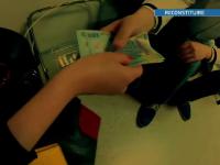 FLAGRANTUL unei cezariene ilegale cu procurorii la usa. Ce risca medicul prins cu mita in buzunar