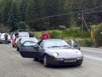 Echipa Top Gear, lovita cu pietre de localnici, in Argentina, din cauza unui numar de masina. A plecat sub escorta din tara