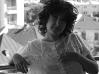 Caz umanitar. O tanara care si-a dedicat timpul liber ajutorarii copiilor saraci se lupta acum pentru viata ei