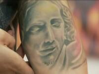 Un altfel de pelerinaj al tinerilor din Romania: coada la saloane pentru un tatuaj cu Iisus. Ce riscuri vin la pachet cu moda