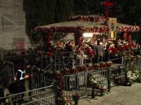 Mii de pelerini se afla inca in pelerinaj la moastele Sf. Parascheva. Hotararea luata de mitropolitul Moldovei
