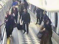 Si-a prins esarfa intre usile unei garnituri de tren. Cum a fost salvata femeia dupa ce metroul a pornit