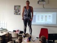 Motivul pentru care o profesoara din Olanda s-a dezbracat in fata elevilor.