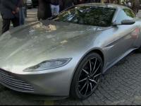 Masinile care au inspirat filmele James Bond, intr-o parada inedita pe Champs Elysee. Ce model a atras atentia francezilor