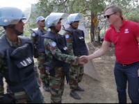 Daniel Craig isi ia in serios rolul de ambasador al ONU. Actorul a asistat la deminarea unui camp de mine active in Cipru