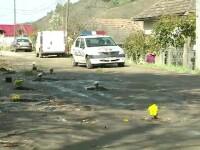 Protest pe drumul judetean aflat de 4 ani in reparatii. Localnicii au plantat flori, copaci si au pescuit in cratarele uriase