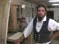 S-a mutat din Germania in Sibiu si a devenit cel mai cautat dulgher din sat. Cum arata o zi din viata lui Christian Rummel