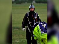 Parasutistul Adrian Constandache a fost operat si e in stare stabila. Zeci de oameni au donat sange pentru a-l salva