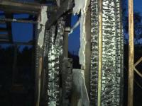 Un barbat din Dambovita a ramas pe drumuri dupa ce casa i-a luat foc. Omul a reusit sa iasa la timp din locuinta