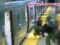 Imagini dramatice cu un calator atacat si jefuit intr-un tren de un barbat si o femeie. Victima s-a aflat la un pas de moarte