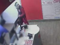 Un tanar a jefuit un restaurant cu o masca de clovn pe cap, dar a fost filmat de camere. Ce s-a intamplat dupa 2 saptamani