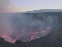Imagini spectaculoase cu Vulcanul Kilauea din Hawaii. Cercetatorii s-au aventurat pana in apropierea craterului