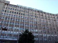 Coadă de dricuri, fotografiată în fața spitalului din Craiova. Managerul a confirmat situaţia
