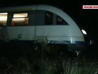 Un sofer a ignorat semnalele luminoase de la trecerea cu calea ferata si a fost lovit de tren. Trei persoane, ranite grav