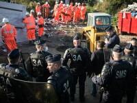 A inceput demolarea adaposturilor improvizate din tabara de migranti de la Calais. Muncitorii au intrat cu buldozere