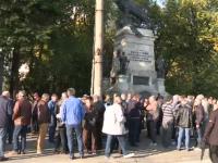 Protest în tăcere în Capitală. Zeci de pensionari din armată s-au plâns de pensiile mici