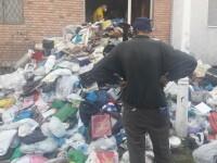Tone de gunoaie scoase din apartamentul unui constănțean. De 16 ani aduna resturi