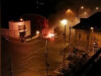 O mașină a luat foc în timp ce aștepta la semafor, în Galați. Paguba: 20.000 de lei