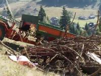 Bărbat strivit de roțile tractorului pe care îl conducea. Cum s-a produs accidentul