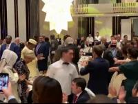 Scene memorabile la Summitul Francofoniei din Armenia, cu Emmanuel și Brigitte Macron dansând