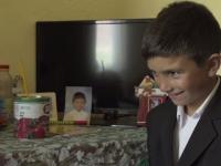 Mesajul transmis de un copil de 7 ani, părăsit de mamă. Trăiește într-o sărăcie cruntă