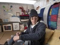 """Căminul creat de un om fără adăpost într-o parcare. """"Îmi place un pic de lux"""""""