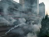 Poliţia din Hong Kong a tras cu gaze lacrimogene în manifestanții care purtau măști