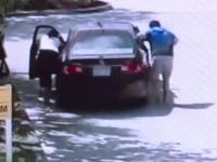 Reacția unei mame amenințate cu arma de un bărbat care i-a furat mașina