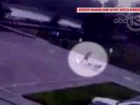 Bărbat lovit de trăsnet în timp ce îşi plimba câinii. Hainele i-au ars instantaneu