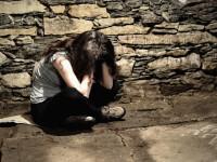Elevă violată şi bătută de peste 500 de bărbaţi. Poliţiştii i-au făcut tot ei dosar penal