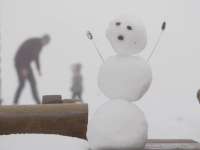 Frig în toată țara și zăpezi la munte. Ce au pățit turiștii fără cauciucuri de iarnă