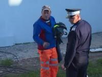 Un muncitor a murit după ce un stâlp de 10 metri s-a prăbușit cu el la pământ